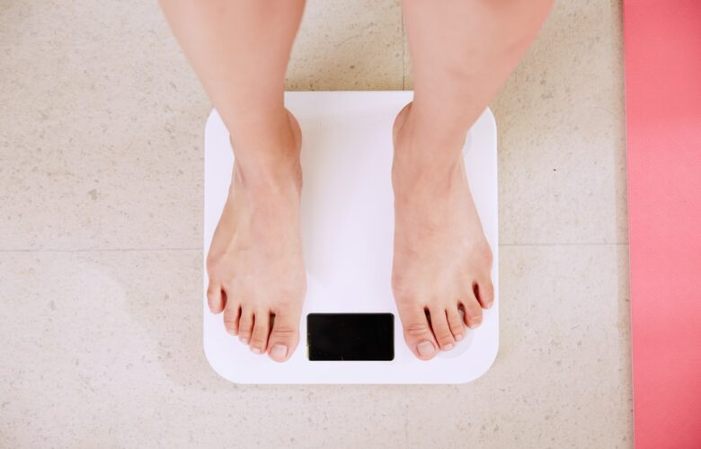 how to lose fat fast woman on a scale